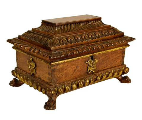 Precious box made in carved and gilded walnut wood, Tuscany (Italy) 16th century. This type of gift box was made as a jewelry box, sometimes used to hold wedding gifts, carrying jewels and coins inside.