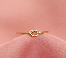 Load image into Gallery viewer, Forget Me Knot Ring