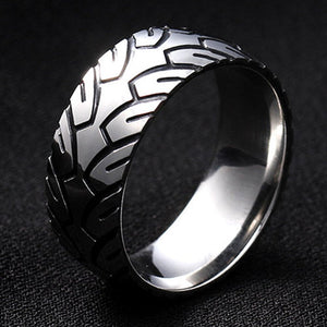 Titanium alloy ring with stylysed tire tread pattern  (unisex) 8mm wide.