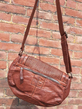 Load image into Gallery viewer, Kompanero Leather Hand Bag - Criselle