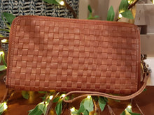Load image into Gallery viewer, Kompanero Leather Clutch - Lerin (Cognac)