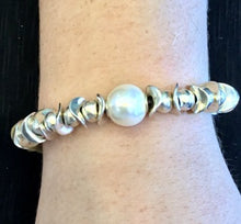 Load image into Gallery viewer, UNO DE 50 The Desert Pearl Bracelet