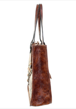 Load image into Gallery viewer, DOUBLE J SADDLERY  Doctor's bag with conchos