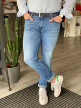 Laden Sie das Bild in den Galerie-Viewer, Jeans light blue von Alberto