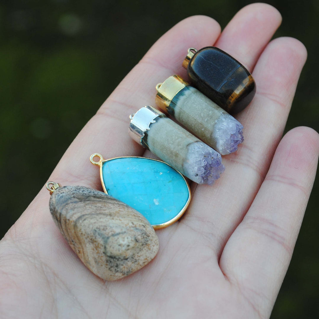 Mixed lot pendants