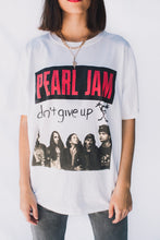 Load image into Gallery viewer, VINTAGE TEE – PEARL JAM Gypsy Trader