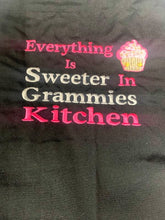 Lade das Bild in den Galerie-Viewer, Grammies Kitchen Black Apron