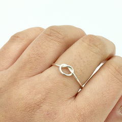 DELICATE KNOT RING