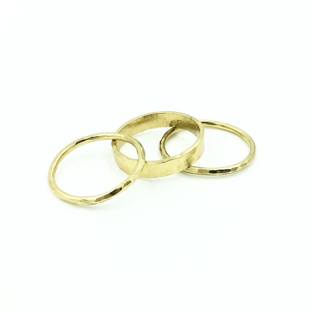 YELLOW GOLD STACK RING BANDED SET