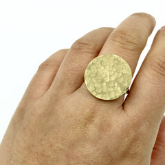 YELLOW GOLD HAMMERED DISC RING