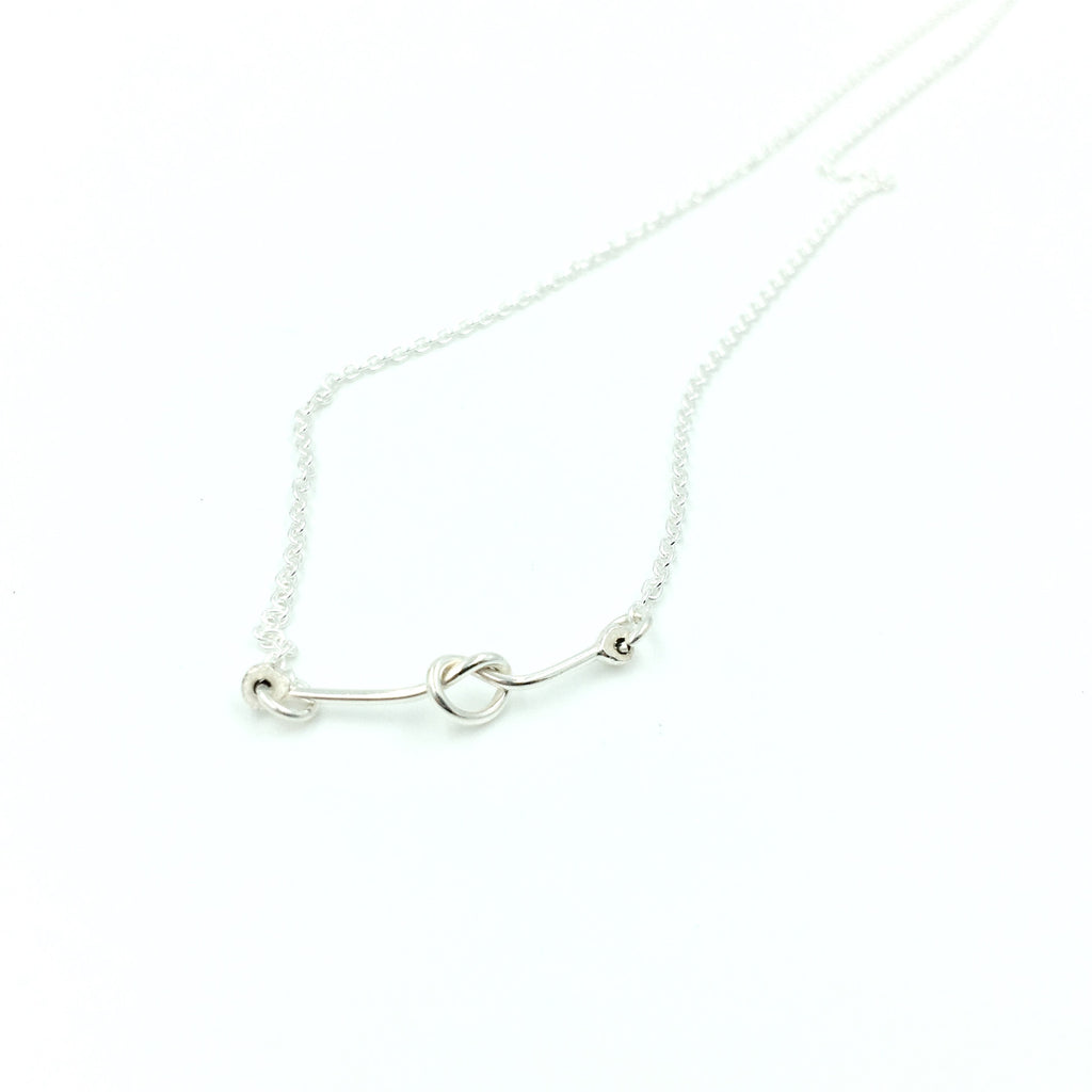 DELICATE KNOT NECKLACE
