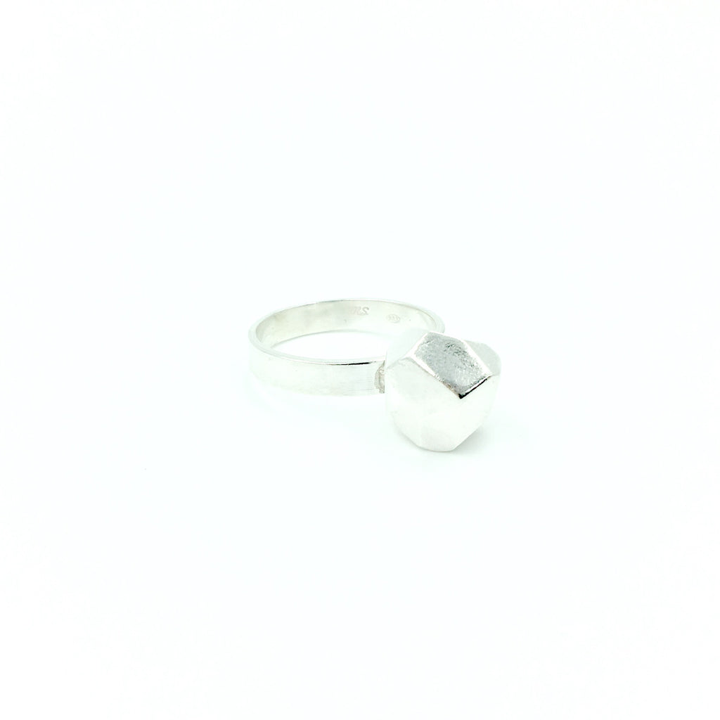 FACETED SOLITARE RING