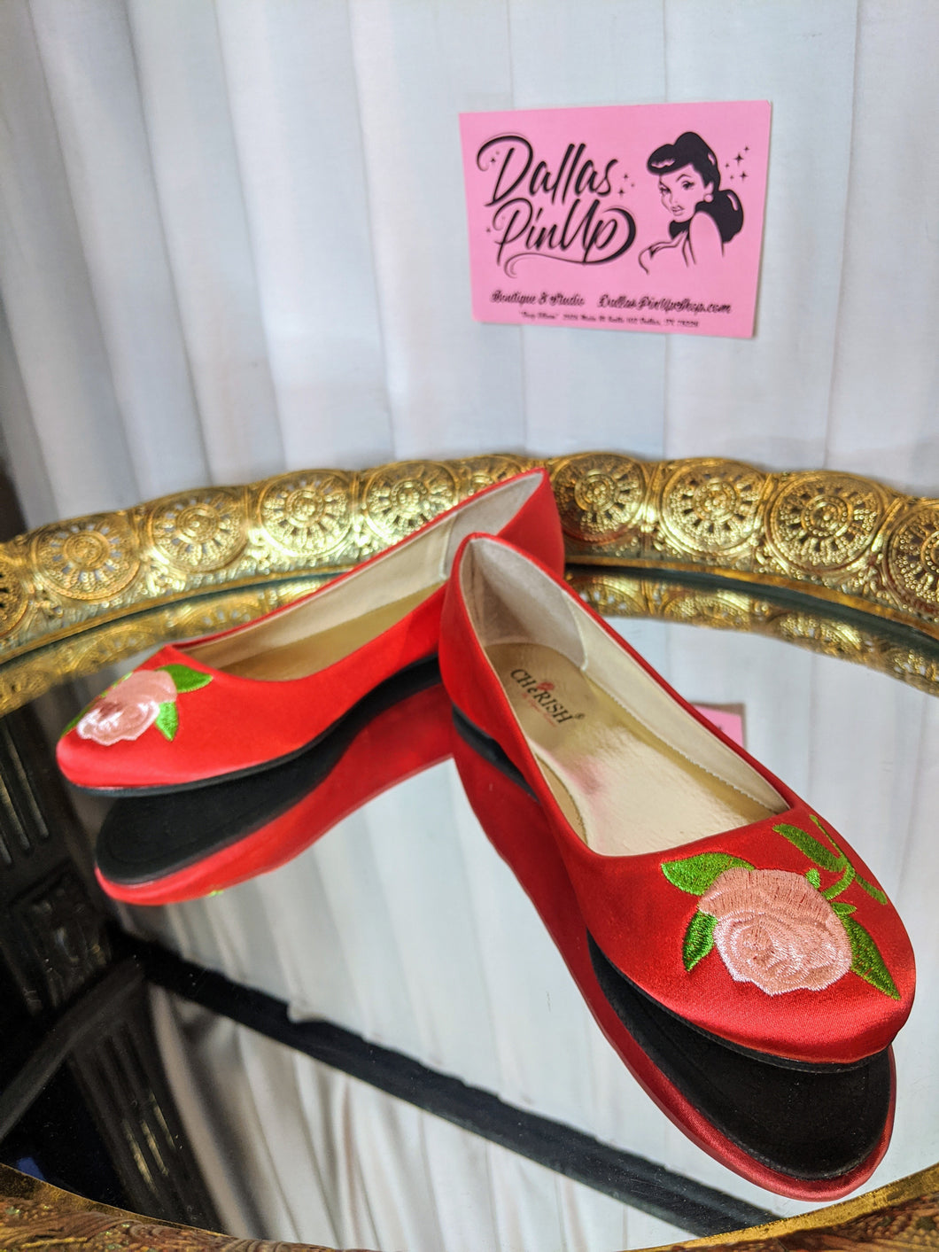 Dallas Pin Up Lynna Red Rose Flat