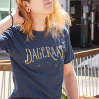 T-shirt - Dageraad Logo in Gold
