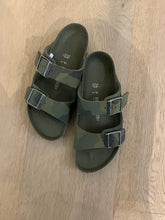 Afbeelding in Gallery-weergave laden, BIRKENSTOCK arizona camouflage