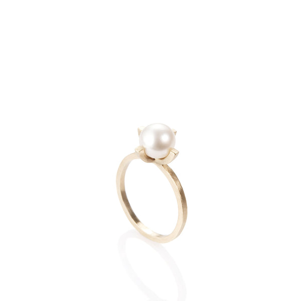 14k gold ring with a pearl