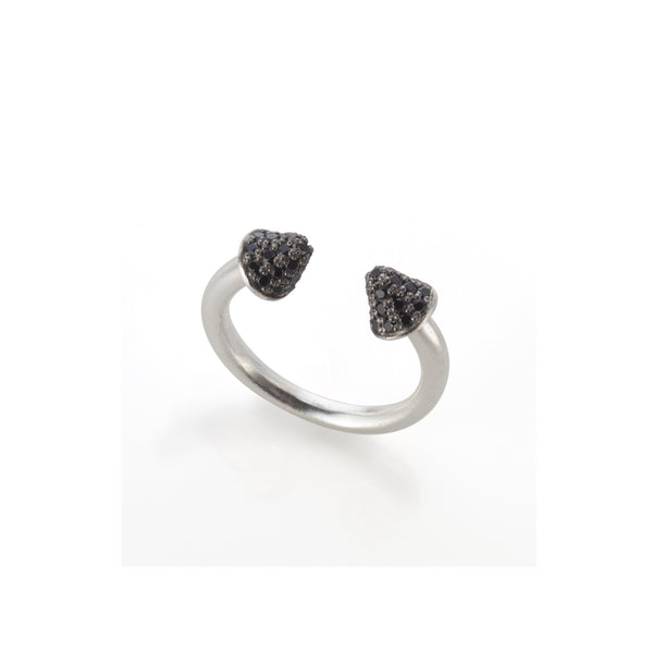 Silver arrows ring with black stones set ox