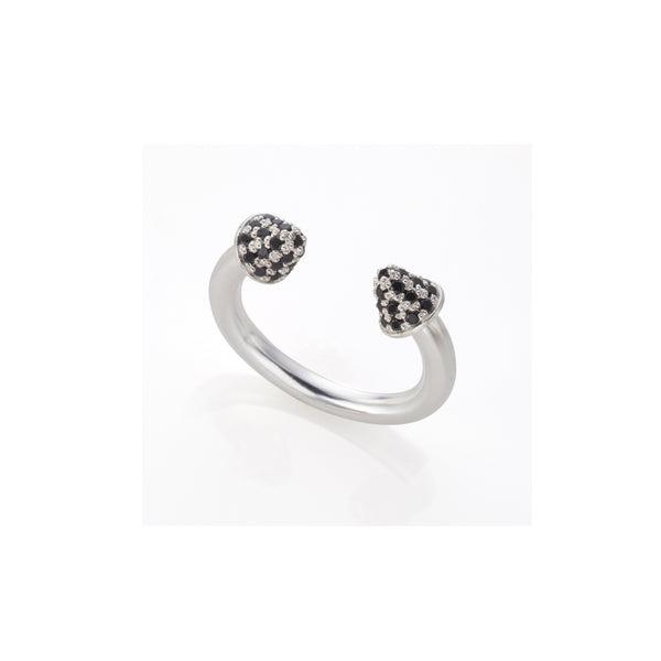 Silver arrows ring with black stones set