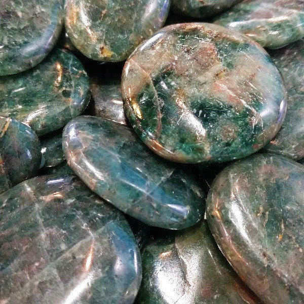 Diopside for promoting service to the greater good, nourishment
