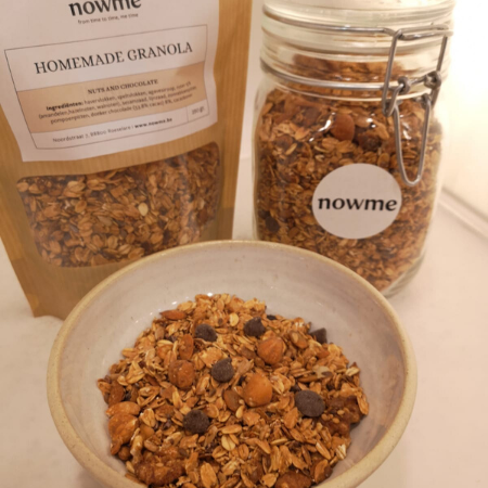 Homemade granola - Nuts and Chocolate