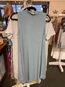 sleeveless mock dress w/pockets