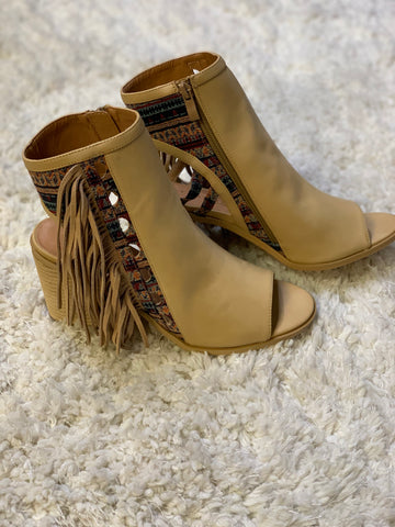 Fayetteville City Heel with Fringe & Tapestry