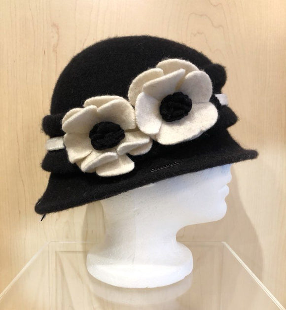 Winter Hat Black/Cream