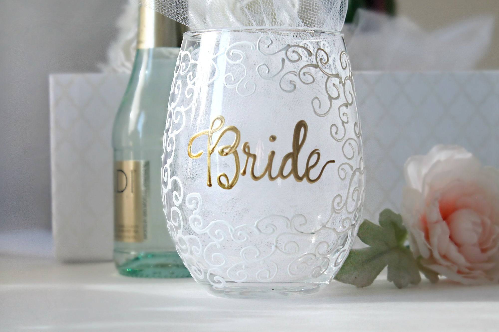 bride_with_lace_wine_glass_2000x.jpg?v=1518169381