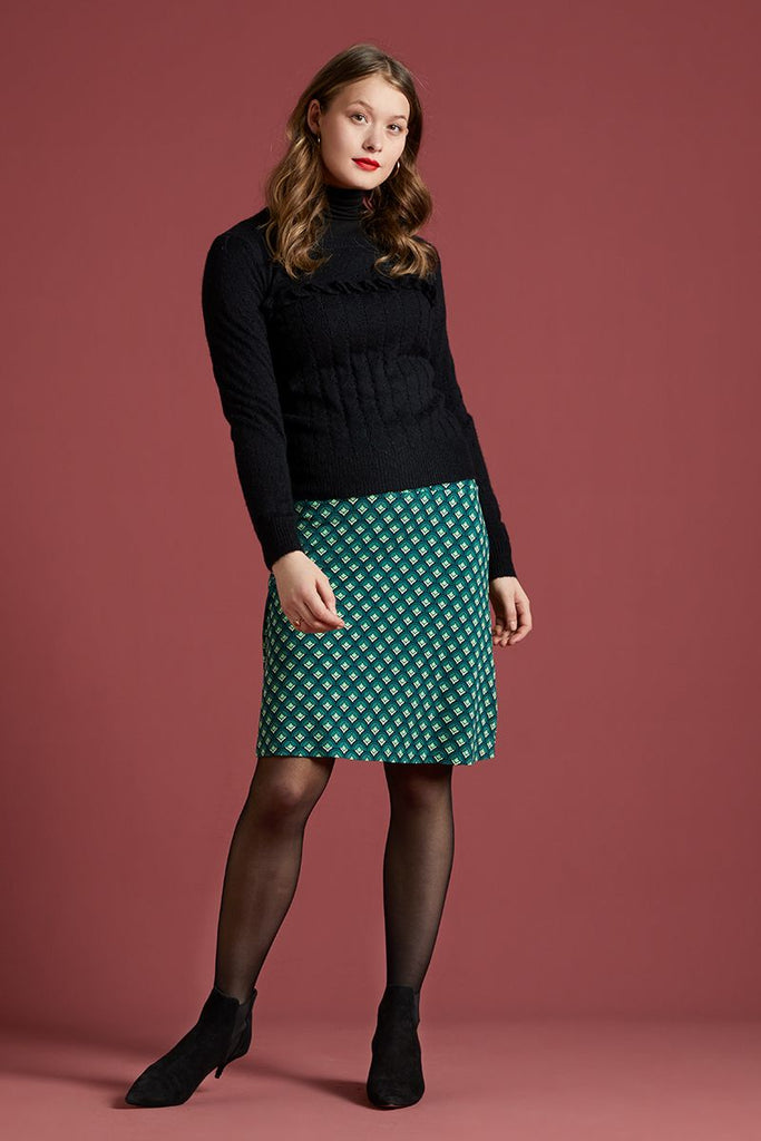 Border Skirt Pose Dragonfly Green von King Louie