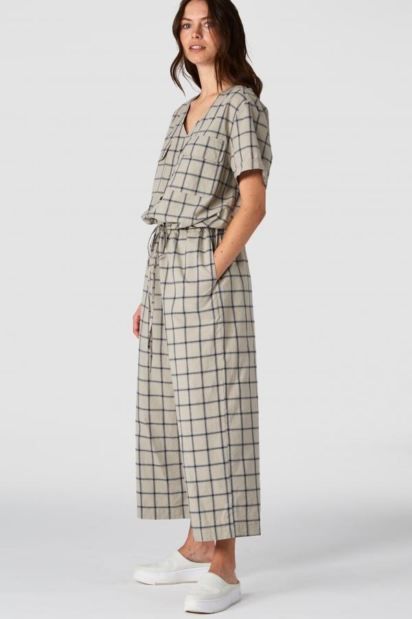 Rosalina Jumpsuit Beige Checked von Kings of Indigo