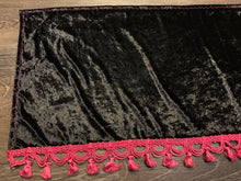 Load image into Gallery viewer, Black Crushed Velvet Dashmat With Pink Tassel