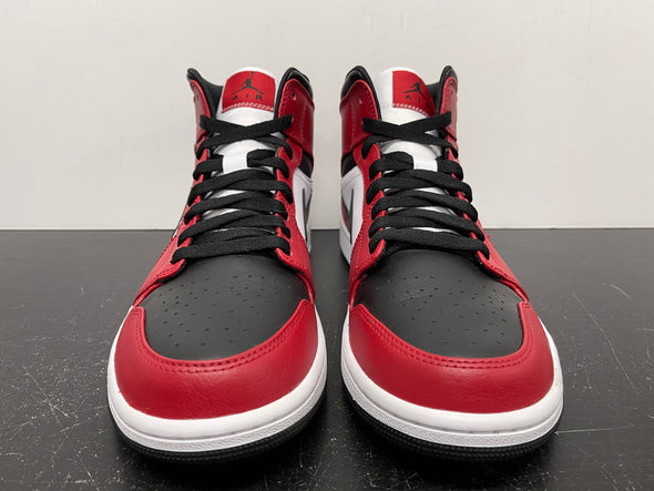 Nike Air Jordan 1 Mid Chicago Black Toe Size 9.5