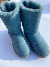 Load image into Gallery viewer, Uggs Boots Womens 9