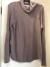 Load image into Gallery viewer, We The Free Long Sleeve Top Size Small