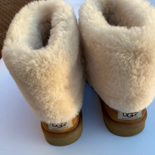 Load image into Gallery viewer, Uggs Boots Womens 8
