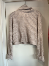 Load image into Gallery viewer, Forever 21 Sweater Size Medium