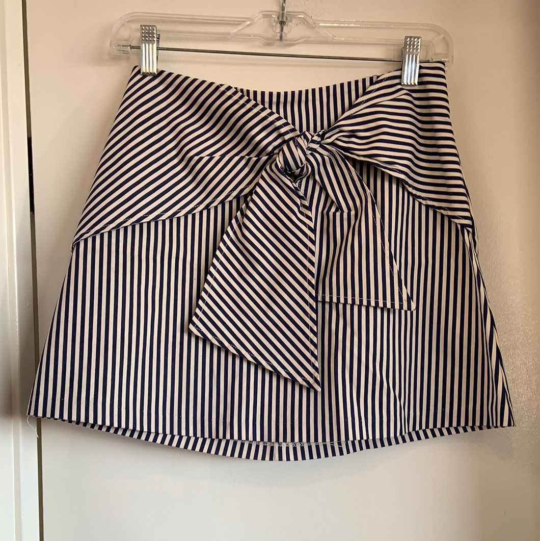 Urban Outfitters ( U ) Short Skirt Size Small