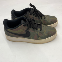 Load image into Gallery viewer, Nike Air Force 1s Womens 7.5