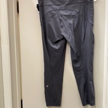 Load image into Gallery viewer, Lululemon athletic pants size 7/8