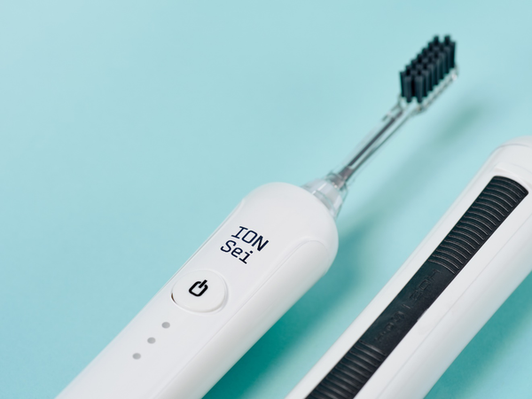 An image of the Day White ION-Sei electric toothbrush.