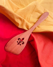 Load image into Gallery viewer, Señor Wood's Fleur de Lis Roux Spoon
