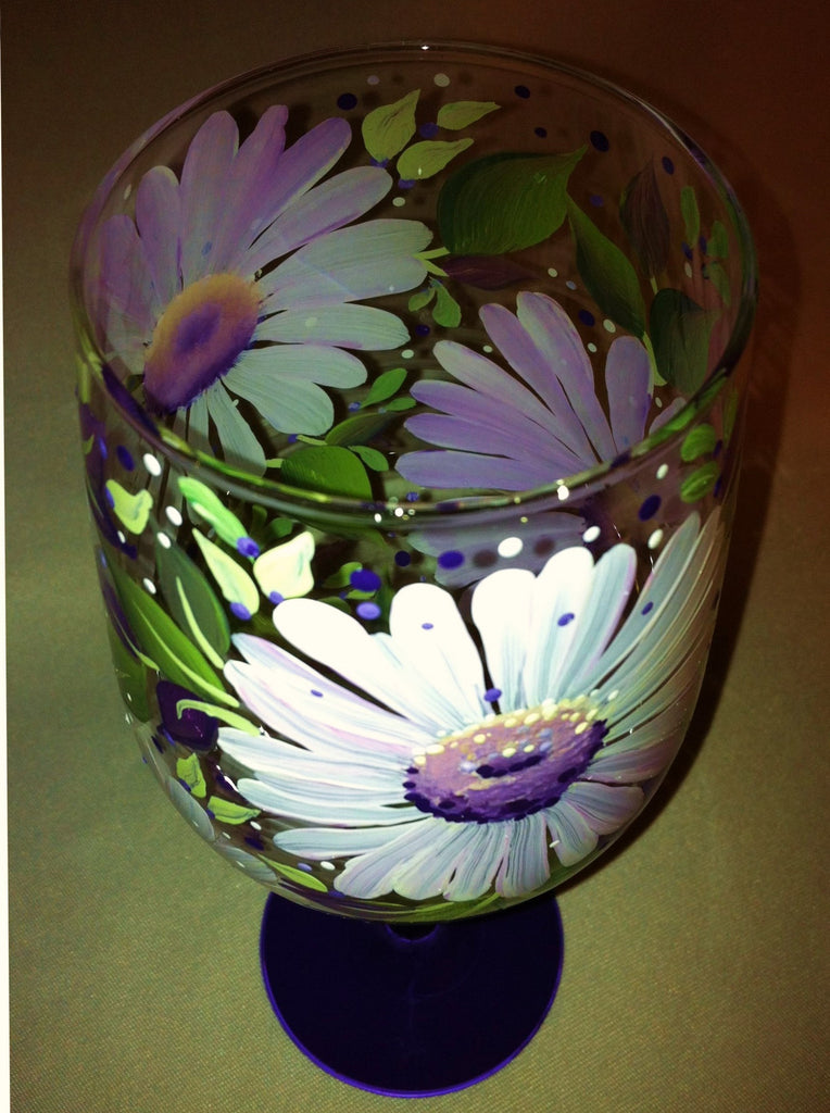 WHITE DAISIES WINE GLASS