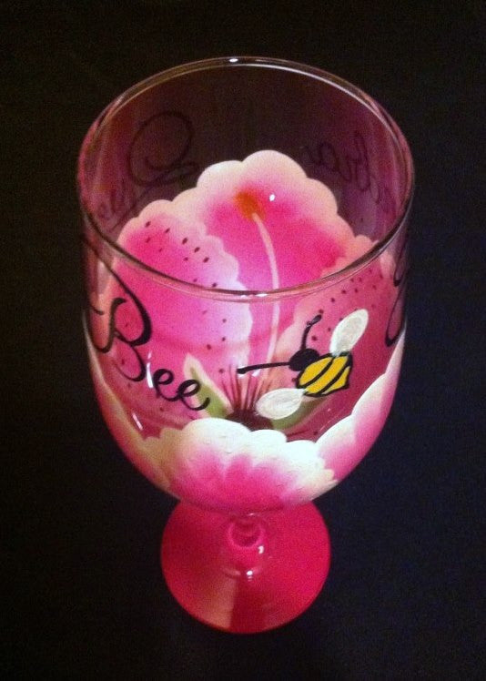 QUEEN BEE STARGAZER LILY WINE GLASS