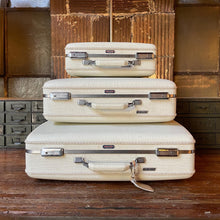 Load image into Gallery viewer, '60s American Tourister Tri-Taper Luggage Set (3)