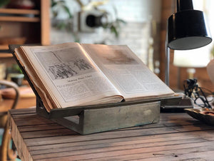 Heavy Brass Bookstand †