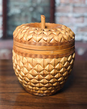 Load image into Gallery viewer, Acorn Basket