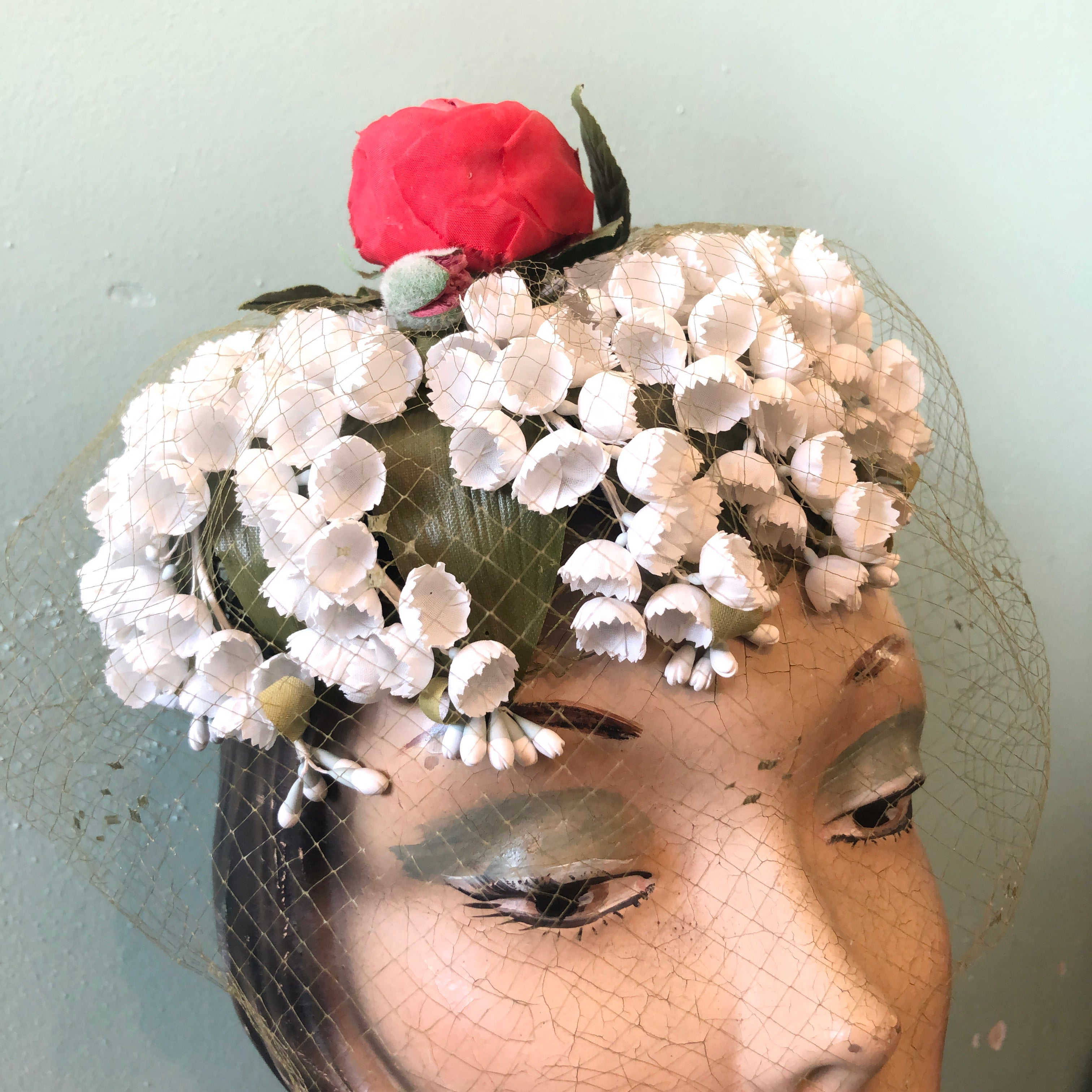 Vintage 1950s Beau Chapeau Rose Rouge / Red Rose Pillbox Hat
