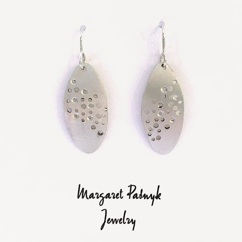 Earrings Oval with hole pattern
