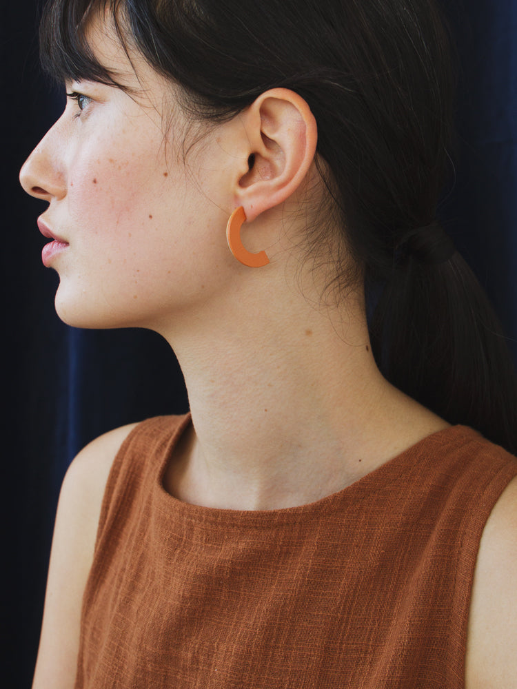 Arc Studs in Orange / Rose