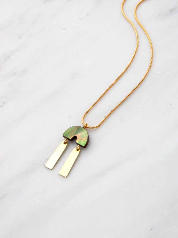 Cecilie Necklace in Olive Mother of Pearl